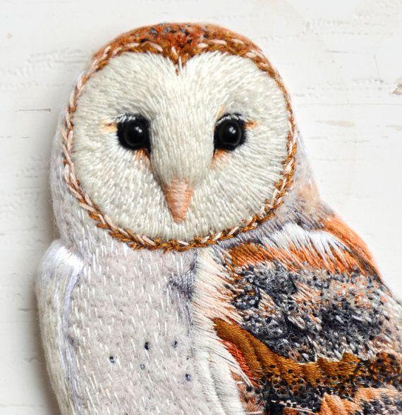 SPECIAL ORDER . Barn Owl . brooch . handmade . needle por cOnieco