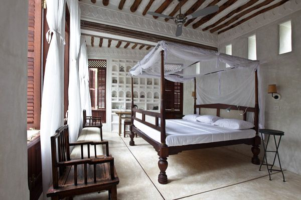 Wood and white, baldaquin bed, wooden louvered windows, wall niches, and just...air.Beach House, Four-Post, Jaha House, Islands Kenya, Lamu Islands, Interiors Bedrooms, Shela Village, Africa, Lamu Interiors