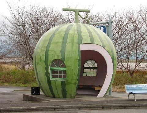 Sweet watermelon bus stop in Japan. But I think they should paint the interior or bench a watermelon-pink.