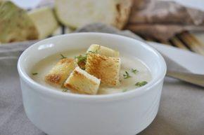 Diese Selleriecremesuppe ist eine ideale Suppe für den Winter. Dieses Rezept lässt sich gut vorbereiten.