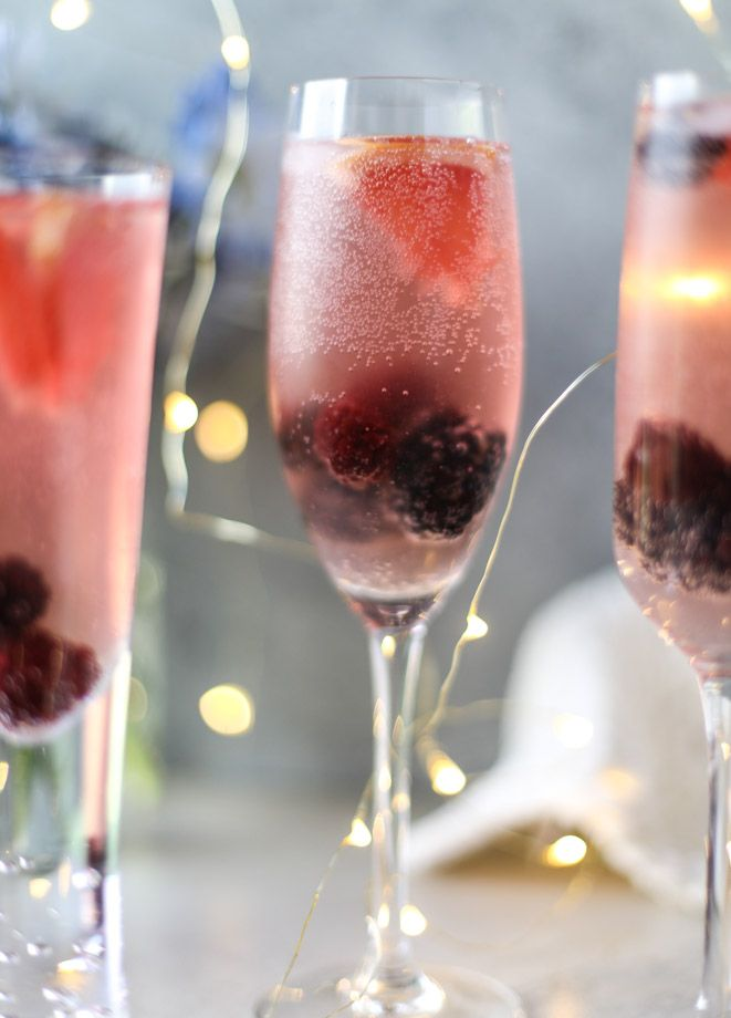 blackberry champagne punch I howsweeteats.com