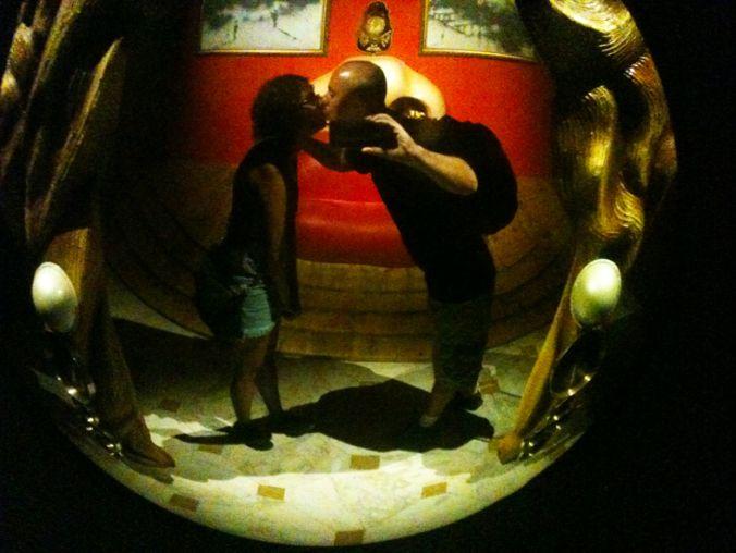 O Espelho convexo ajuda a ver melhor. Mas continuo evitando selfies.