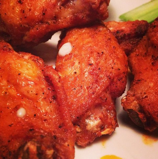 Gluten-free Keto Hot Wings with only 1 gram net carb in the entire batch!  Fantastic creation from Amanda at Wicked Stuffed #healthylowcarb #lowcarb #keto
