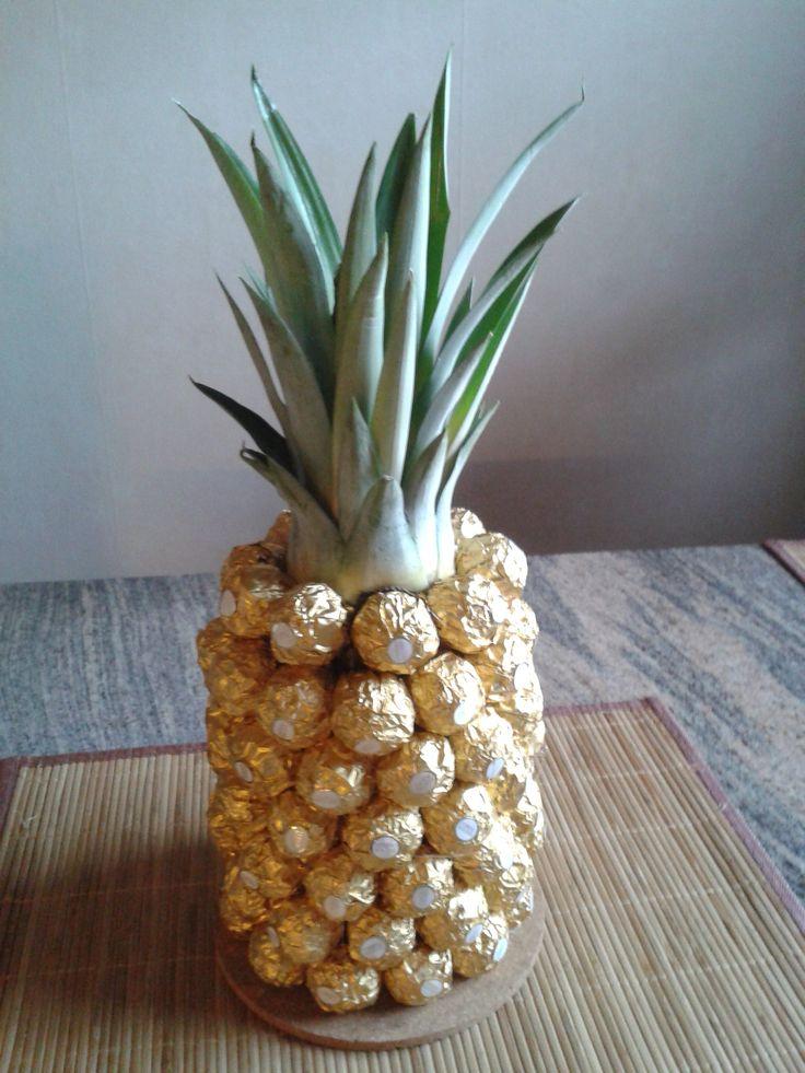 die besten 25 ferrero rocher ananas basteln ideen auf pinterest rocher ananas ferero rocher. Black Bedroom Furniture Sets. Home Design Ideas