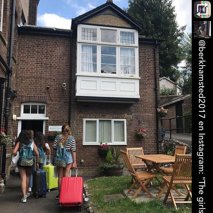 "BERKHAMSTED: Algunas de las chicas  se quedan en esta maravillosa casa   Repost from @berkhamsted2017   ""The girls are staying in this lovely house!!!! ST JOHNS! . . . .   #berkhamsted"" #Inglés #Jóvenes #adolescentes #summer #young #teenagers #english  #idioma #awesome #Verano #friends #group #anglès #cursos #viaje #viatge #travel #WeLoveBS #Instatravel #RegneUnit #UK #ReinoUnido #Inglaterra #Anglaterra #England"
