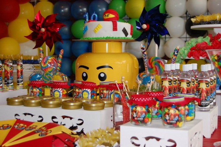 Lego table decorations lego party pinterest lego for Decoration lego