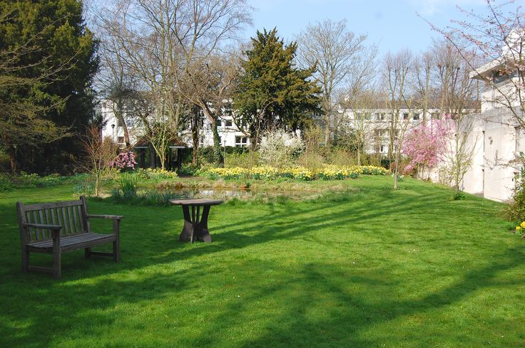 Murray Edwards College Fellows Garden