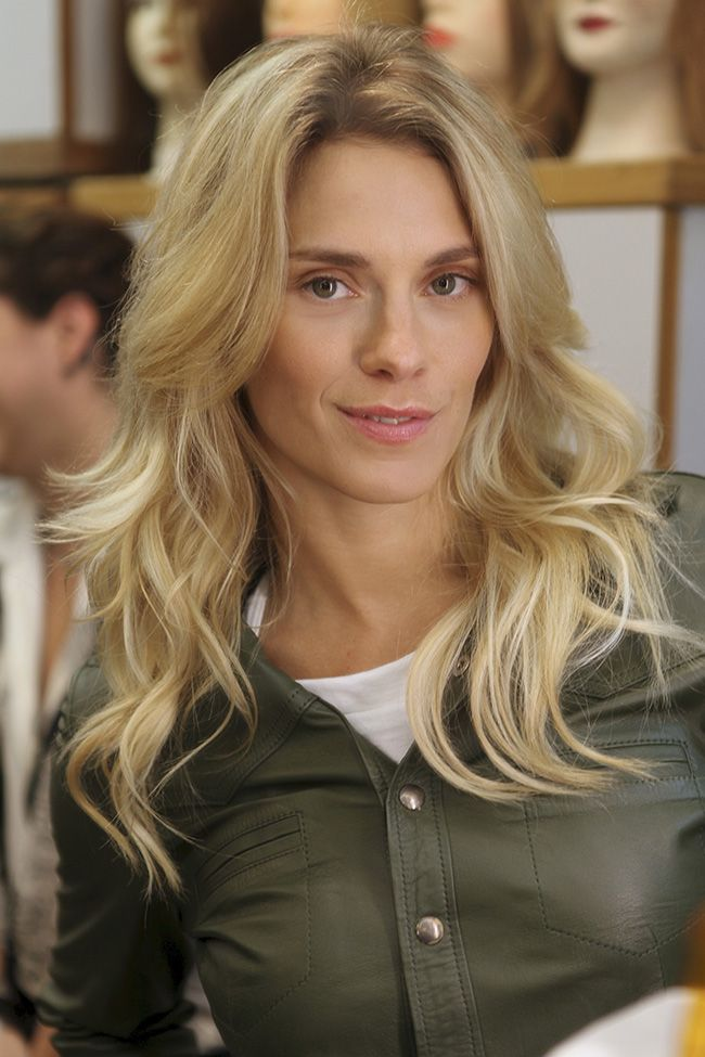Carolina Dieckmann muda o visual