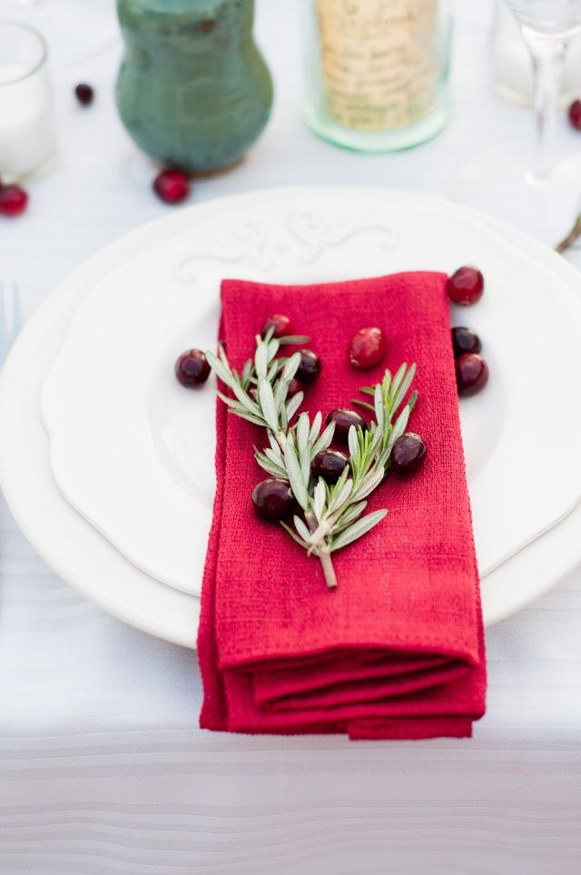 Rosemary red table setting #Christmas
