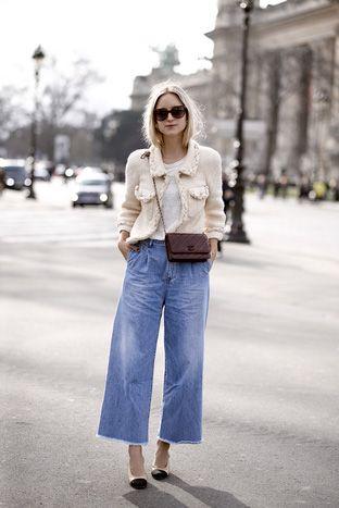 Kết hợp ăn ý áo khoác vải tweed và quần jeans ống suông