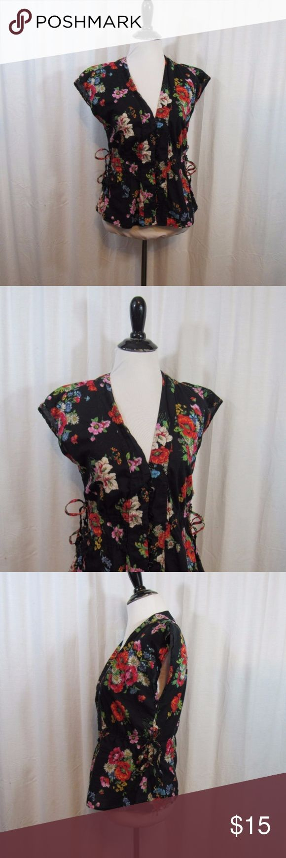 "H&M Black Floral Short Sleeve Top 10 Brand: H&M Size: 10 Material: 100% Cotton Care Instructions: Machine Wash  Bust: 36"" Sleeves:  Length: 20""  All clothes are in excellent used condition. No tears, stains or holes unless otherwise I noted. P45 H&M Tops Blouses"