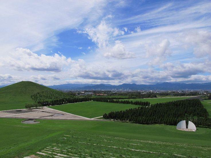 ぶらり札幌市内散歩 イサム・ノグチが大地に刻んだ彫刻 モエレ沼公園 | 北海道 | トラベルjp<たびねす>