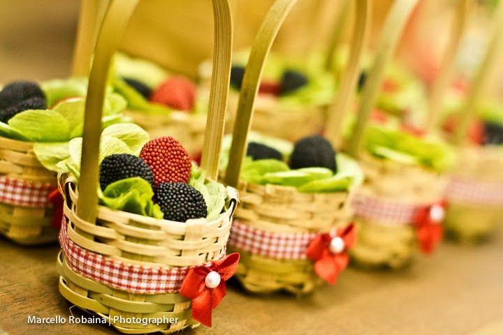 Balas nas cestas decorados pela Mamãe: