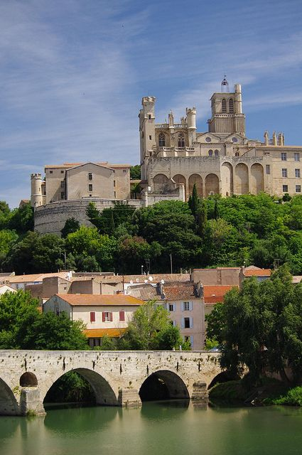 Ancienne Cathedrale St-Nazaire on The River Orb, Beziers, France