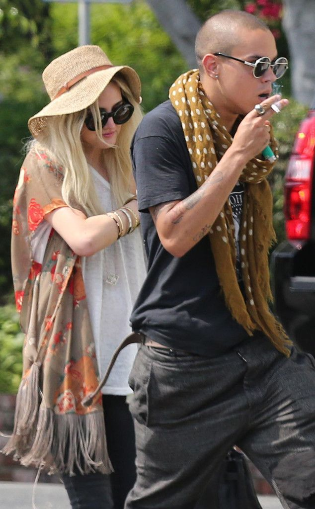 New Couple? from Ashlee Simpson & Evan Ross: Romance Rewind | E! Online