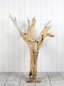 Houtsculptuur 59-1 GJ. Mooi en discreet voor zowel binnen als buiten in uw achtertuin. De urn kan worden geplaatst in een holle sokkel. Zie ons gehele assortiment op onze website https://www.gedenkornamenten.nl/houtsculpturen. Neem bij vragen gerust contact met ons op.