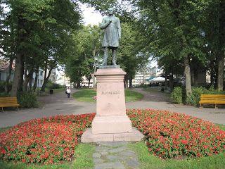 Statue of  Johan Ludvig Runeberg (1885, Porvoo) by Walter Runeberg   (December 29, 1838 - 23 December 1920, Helsinki), Finnish sculptor. Runeberg was born in Porvoo as the eldest son of Finnish national poet Johan Ludvig Runeberg.   http://fi.wikipedia.org/wiki/Walter_Runeberg     Patsaanmetsästäjä: Walter Runeberg - isän varjosta omaan maineeseen   http://patsaanmetsastaja.blogspot.fi/2012/12/walter-runeberg-isan-varjosta-omaan.html