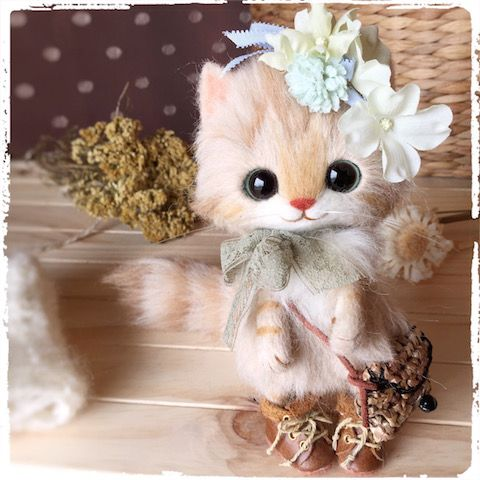 Needle felted kitten by Japanese artist Creamy.