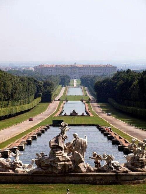Long axis of Versalles gardens
