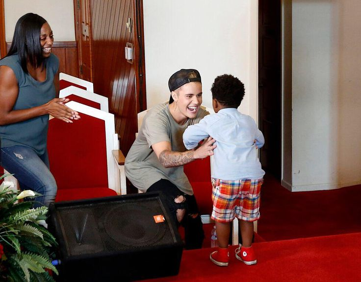 Justin Bieber surprises boy with down syndrome on Fox's new show, 'Knock Knock Live'