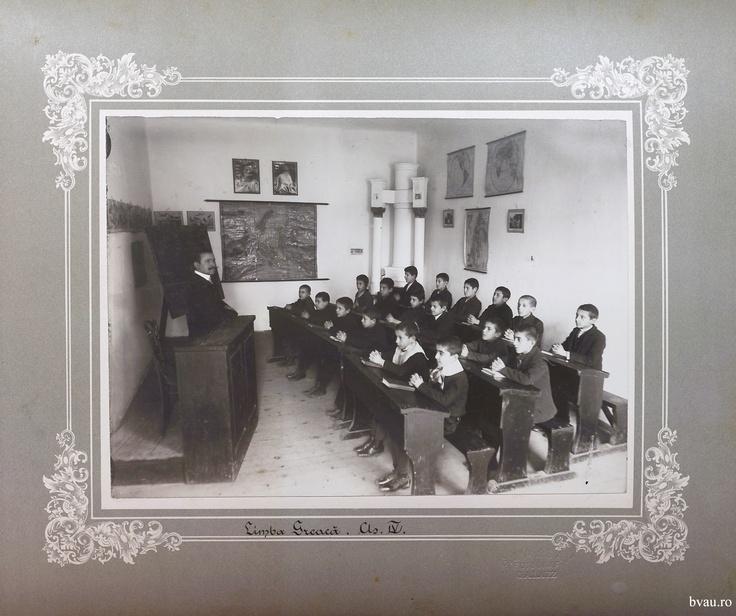 """Şcoala de băieţi - Limba română cls. IV, Galati, Romania, anul 1906, http://stone.bvau.ro:8282/greenstone/collect/fotograf/index/assoc/Jpag008.dir/Pag08_Limba_romana_cls_IV.jpg.  Imagine din colecţiile Bibliotecii Judeţene """"V.A. Urechia"""" Galaţi."""