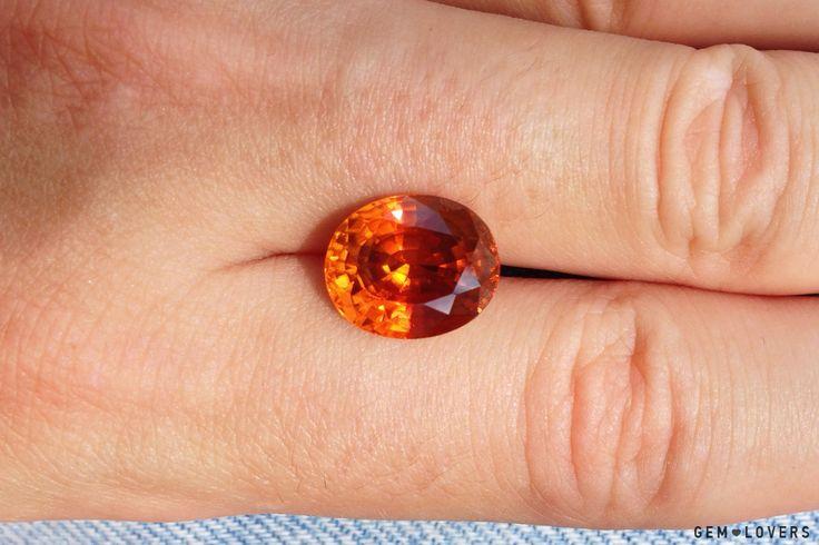 Яркий оранжевый циркон. Такая окраска так же получена в результате нагрева. #orange #zircon #gem #gemstone