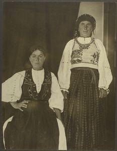 Romanian women on Ellis Island