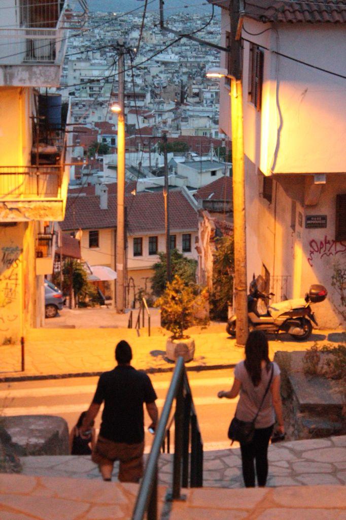 Υπάρχουν πολλές ιστορίες που μπορείς να διηγηθείς για την Άνω Πόλη της Θεσσαλονίκης... Οι περισσότερες έχουν να κάνουν με στοιχειά, με παράλληλους κόσμους και απόκοσμες φωνές... Credits EOE