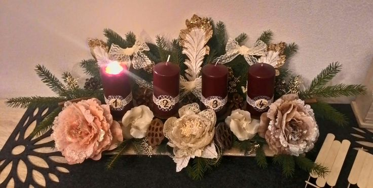 Advent wreath, wine red candle, advetny veniec