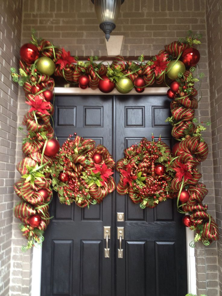 Traditional Christmas doorway From Southern and Sassy