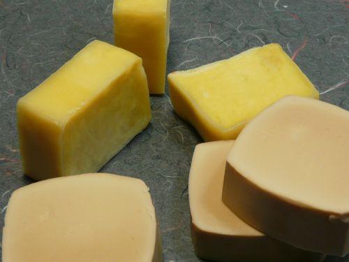 jaboncitos ;)  Técnicas para hacer jabón casero. Jabón hidratante de aceite de almendras y jabón con aceite de jojoba y leche