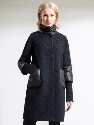 Оригинальное пальто трапецевидного силуэта, выполненное из ткани букле. Остромодная деталь: рукава, воротник-стойка и карманы выполнены из стеганной плащевой ткани. Изделие имеет рукав 7/8 со съемными трикотажными подвязами. Пальто изготовлено с мембраной Raft Pro. Стильная и комфортная модель просто незаменима этой осенью! , арт. 1017200p10468, состав: Основная ткань: шерсть 70 %, полиэстер 30 %; Подкладка: полиэстер 100 %; Ткань отделки: нейлон 100 %;