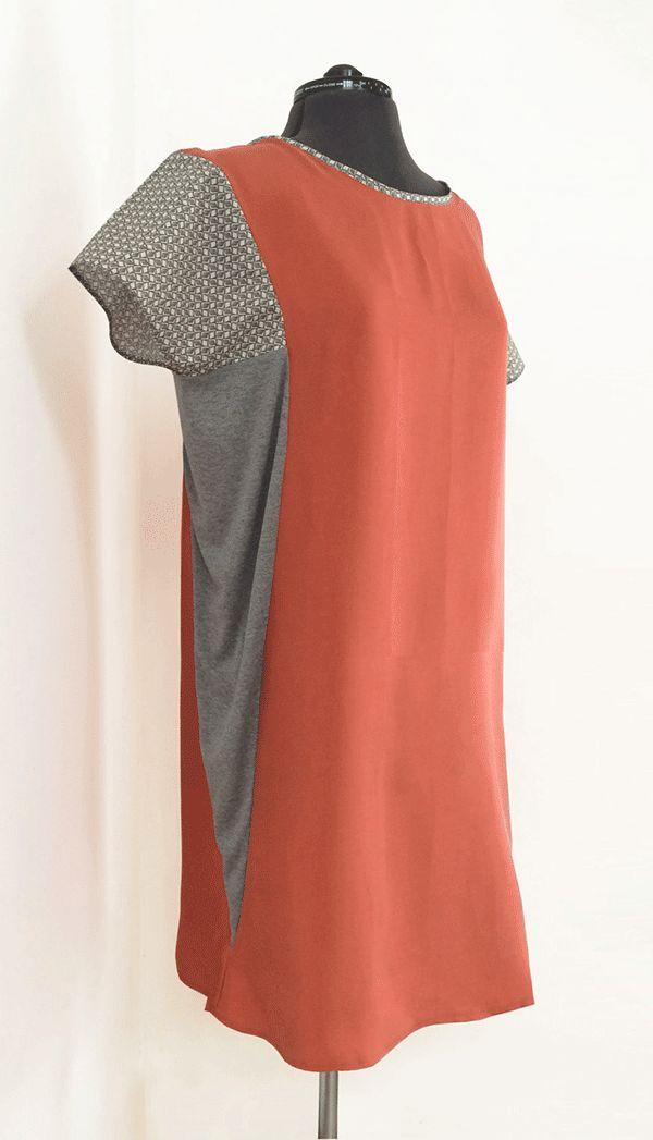 Offre une idée intéressante pour agrandir une robe trop étroite. Le patron de la robe elle-même est disponible gratuitement en format PDF.