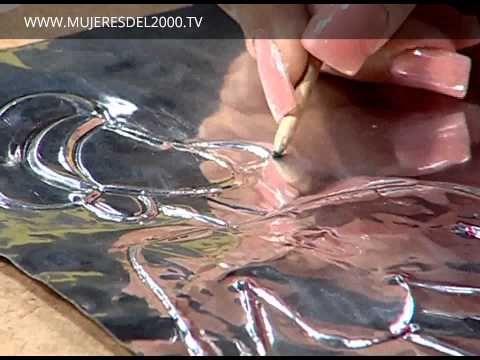 Cómo pintar sobre repujado en aluminio con pintura vitral - YouTube