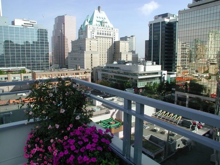 360 degree view while lounging at a rooftop pool?? YES please!    Somerset. 1099 Haro Street, Vancouver, BC
