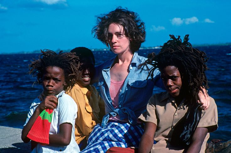 EUGENIE BAFALOUKOS WITH RUFFY AND TUFFY, KINGSTON HARBOUR, 1977. PHOTO © TED BAFALOUKOS