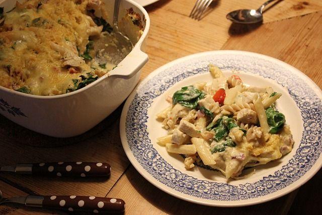 pasta ovenschotel met kip, verse spinazie, cherry tomaatjes en 3 soorten kaas