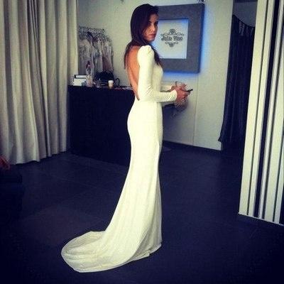 A simple long sleeve backless wedding dress.