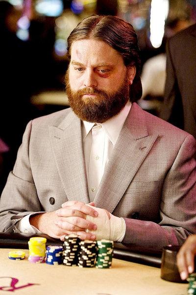 Hangover: Alan (Zach Galifianakis) beim #Poker spielen