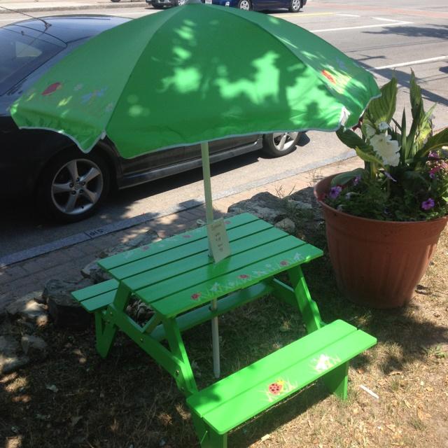 Elegant Lady Bug Kids Picnic Table With Umbrella