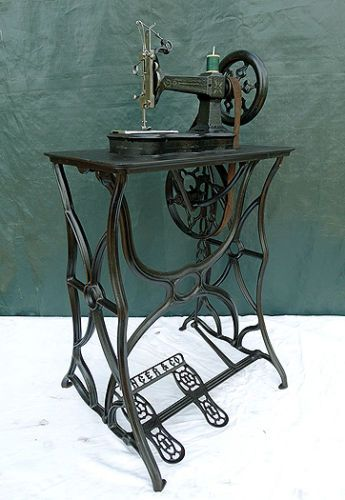 RARE-ANTIQUE-CIVIL-WAR-ERA-SINGER-LETTER-A-CAST-IRON-TREADLE-SEWING-MACHINE