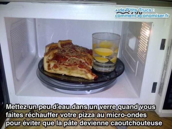 Réchauffer sa pizza au four micro-ondes, c'est prendre le risque de manger une pâte caoutchouteuse.  Découvrez l'astuce ici : http://www.comment-economiser.fr/truc-rechauffer-pizza-micro-onde.html?utm_content=buffer56adf&utm_medium=social&utm_source=pinterest.com&utm_campaign=buffer