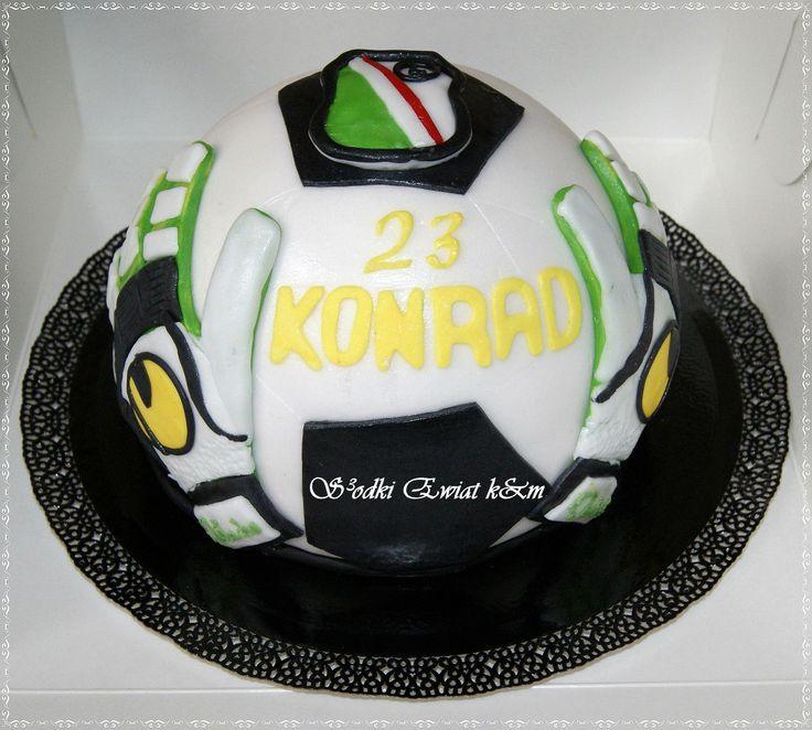 Witam serdecznie pragnę wam przedstawić tort urodzinowy dla Konrada.Smak tortu śmietankowo - truskawkowo-jagodowy z owocami.Jeśli ktoś chętny na taki bądź inny torcik serdecznie zapraszam na stronkę https://www.facebook.com/monitorty