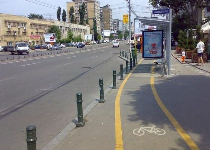 The special bike lane for bus users…