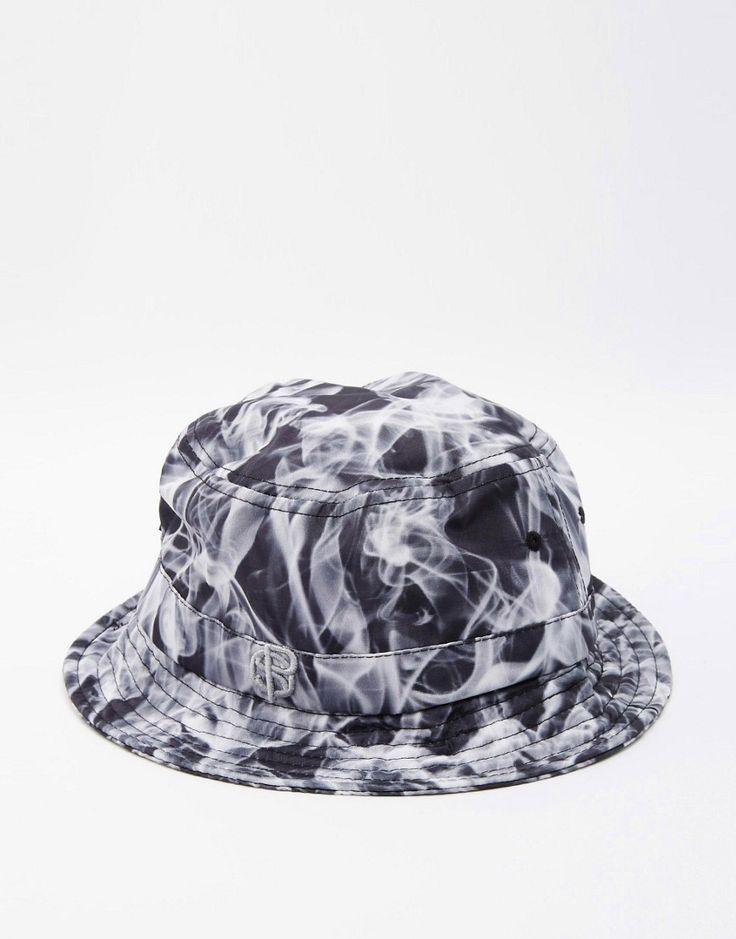 Deze Spiral Mist Bucket Hoed is nu in de uitverkoop! Als iets wel niet uit je garderobe mag missen is het wel zo'n hoedje. #hat #vissershoed #trend #mode #mannen #heren #fashion #accessoires #accessories
