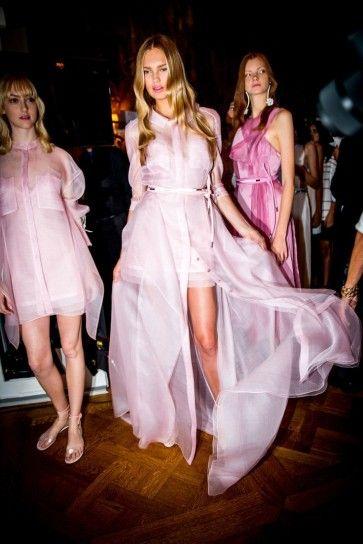 Tante tonalità di rosa nel backstage di Carolina Herrera - Tante tonalità di rosa nel backstage di Carolina Herrera, tra cui si distingue il Rosa Quarzo.