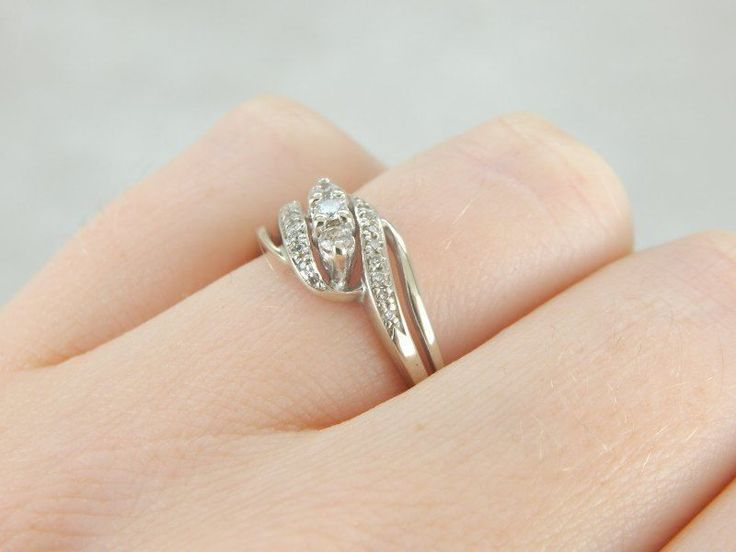 0.25ct Awesome Design 14k White Gold Round Shape Solitaire Wedding Ring Women #Uniquegemstone17 #SolitairewithAccents