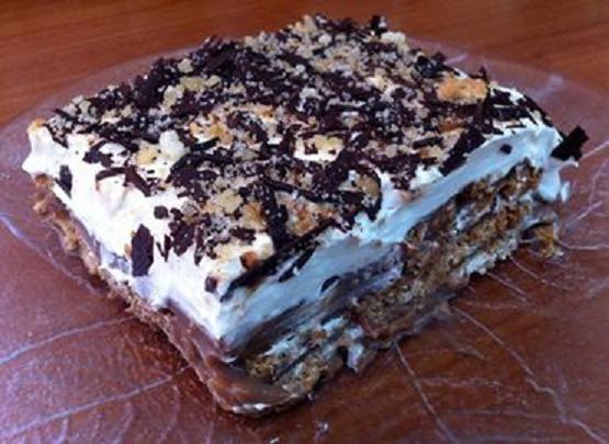 Γλυκό ψυγείου με μπισκότα σαν τούρτα ! |