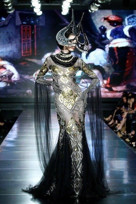 Kilimology Fashion show by Denny Wirawan, headpieces by Oscar Daniel
