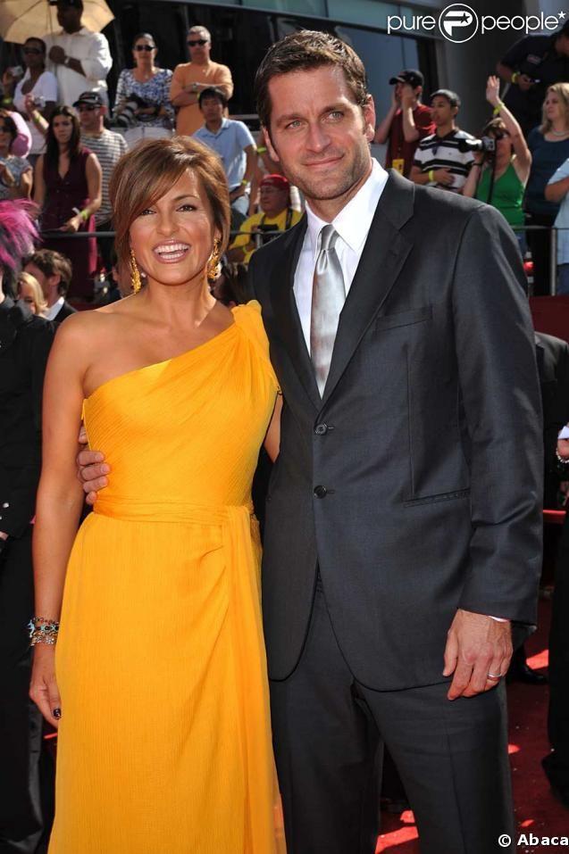 Peter Hermann with his wife, Mariska Hargitay<3